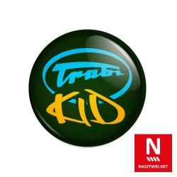 Wpinka Trabi Kid, zielone tło, niebiesko-żółty wzór